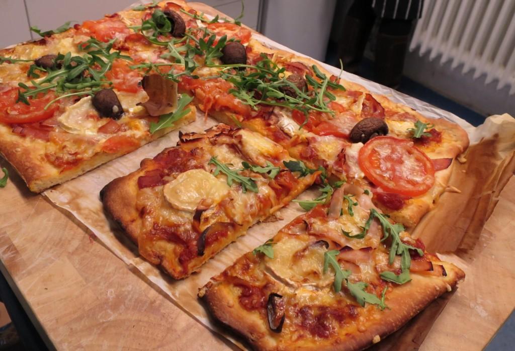 På plats nybakade pizzor, många olika sorter